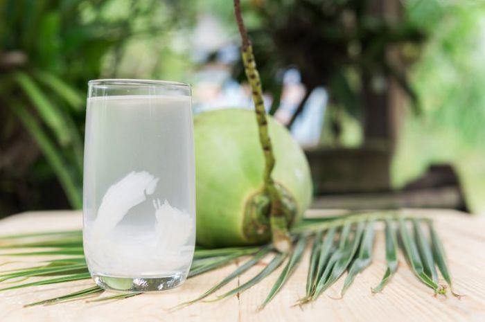 Khasiat Jika Rutin Minum Air Kelapa